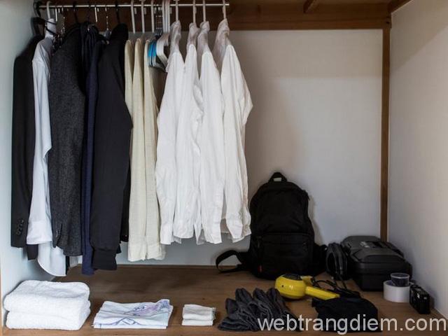 Loại bỏ bớt quần áo để thực hiện lối sống tối giản